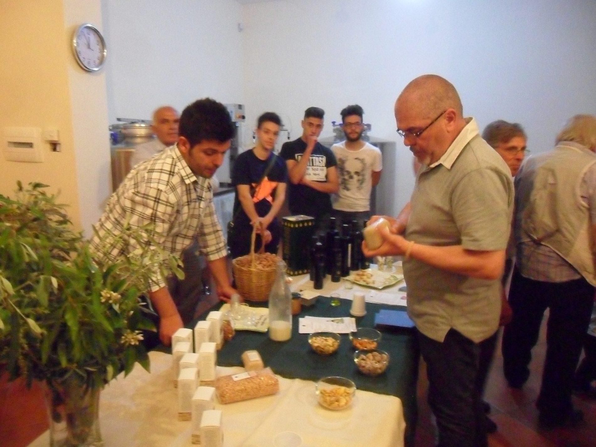 """L'antropologo alimentare Sergio Grasso elogia le """"eccellenze"""" di Barrafranca"""