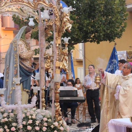 """Il vescovo Gisana: """"Omaggiare la madonna ma rivolgere il cuore verso i poveri e bisognosi""""."""