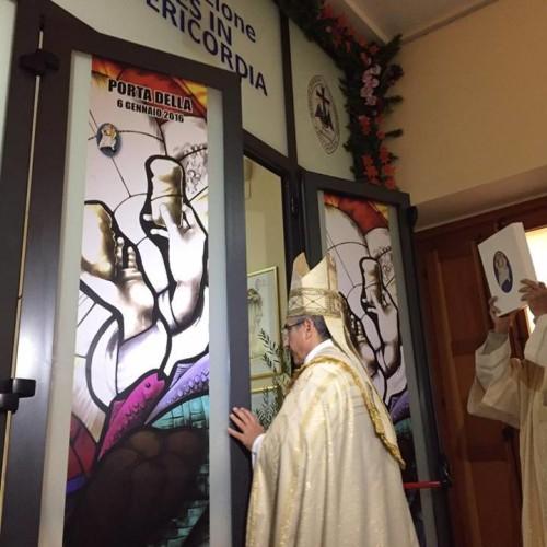 LA PORTA DELLA SPERANZA La Porta Santa alla Piccola Casa della Misericordia di Gela