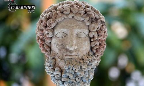La Testa di Ade è ritornata in Sicilia