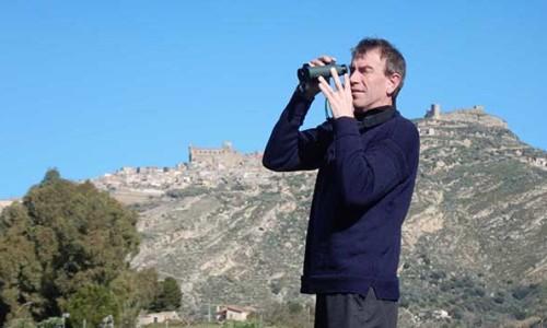 L'ornitologo Roger Riddington in visita alle riserve naturali del Cutgana
