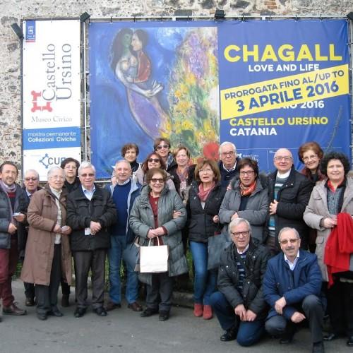 """I membri del Salotto artistico-letterario """"Civico 49″visitano la mostra """"Chagall love and life""""."""