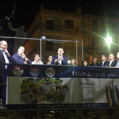Comizio di ringraziamento del neosindaco Fabio Accardi e della sua coalizione