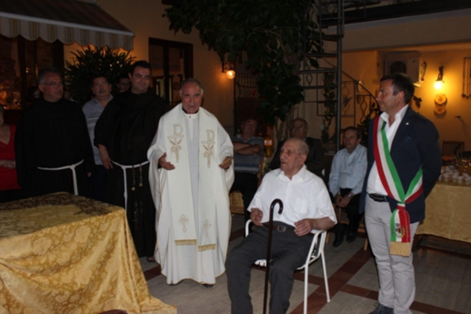 Festa per Luigi Patti che ha soffiato 100 candeline: un secolo di ricordi tra sofferenze e gioie