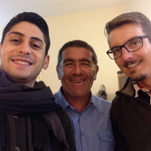 Dopo 3200 chilometri a piedi, il neo laureato tedesco Philipp Schuetze trova ospitalità per un giorno a Barrafranca