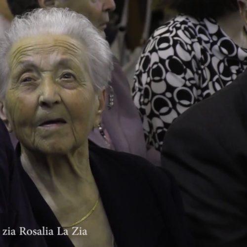 "Video/ A ""Zi Rosalia"" spegne cento candeline recitando la poesia ""Fanciulla"""