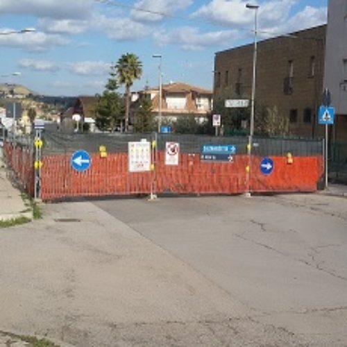 Barrafranca, tratto chiuso nel Viale Generale Cannada: urge nel percorso alternativo la riparazione del manto stradale e la collocazione di una segnaletica idonea