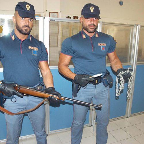 Barrafranca. Maltratta la moglie e la tiene segregata, arrestato per detenzione illegale di armi