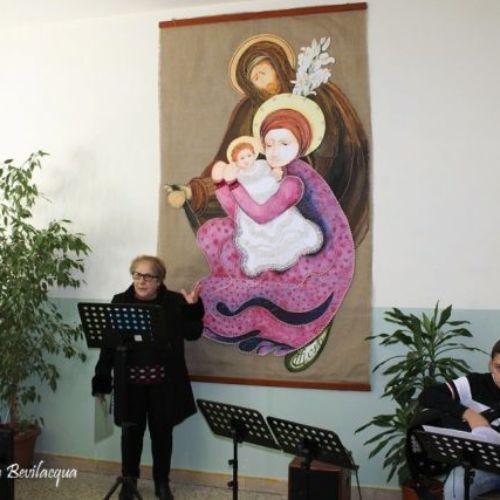 """L'artista barrese Maria Costa dona al plesso Verga l'opera """"Santa Famiglia- La potenza dell'intercessione"""""""