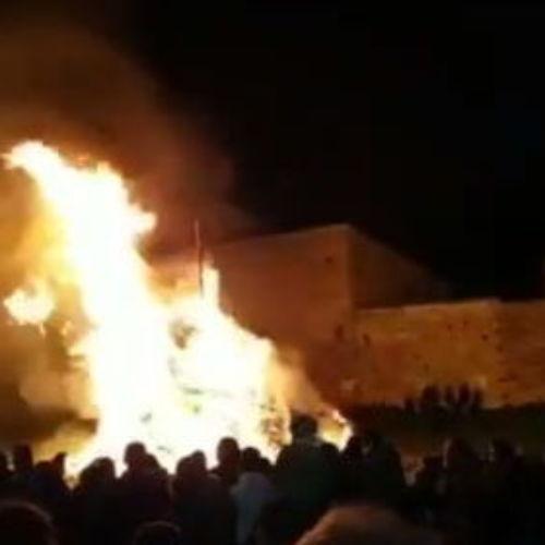 """Barrafranca. VIDEO """"U Burgiu"""" e la distribuzione della Cuccia per la festa di Santa Lucia"""