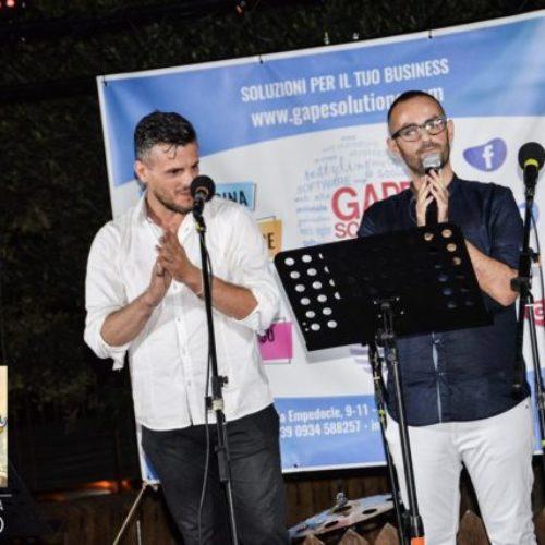 """SAN CATALDO. Social Contest """"The Voice of My House"""". Primo posto per il duo acustico Mazarese/Caleca."""