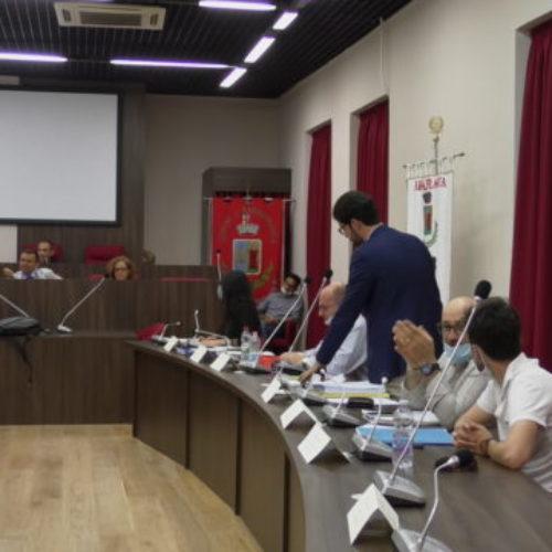 Barrafranca. Si dimettono dodici consiglieri e decade il consiglio comunale