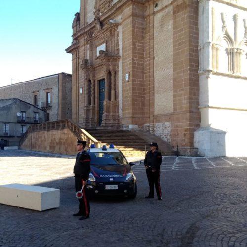 PIAZZA ARMERINA. Controlli dei carabinieri in attività commerciali.