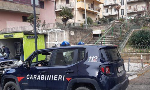 Leonforte.I Carabinieri della Stazione intervengono in pieno centro cittadino per fermare sei adolescenti trovati in possesso di un spinello e di bottiglie di liquori.